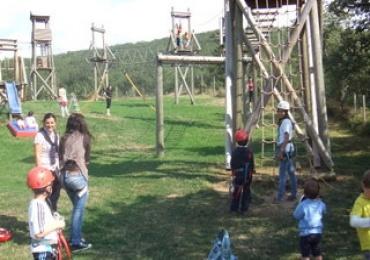 disfruta con la familia en el parque de aventuras de lumbreras